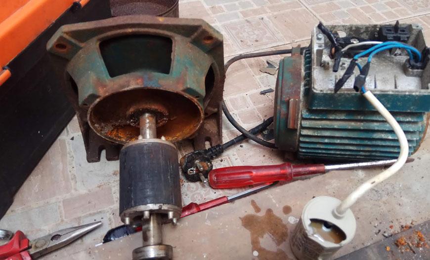 mesin pompa air terbakar tercium bau